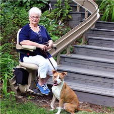 Elite-OutdoorCurve-grandma_dog